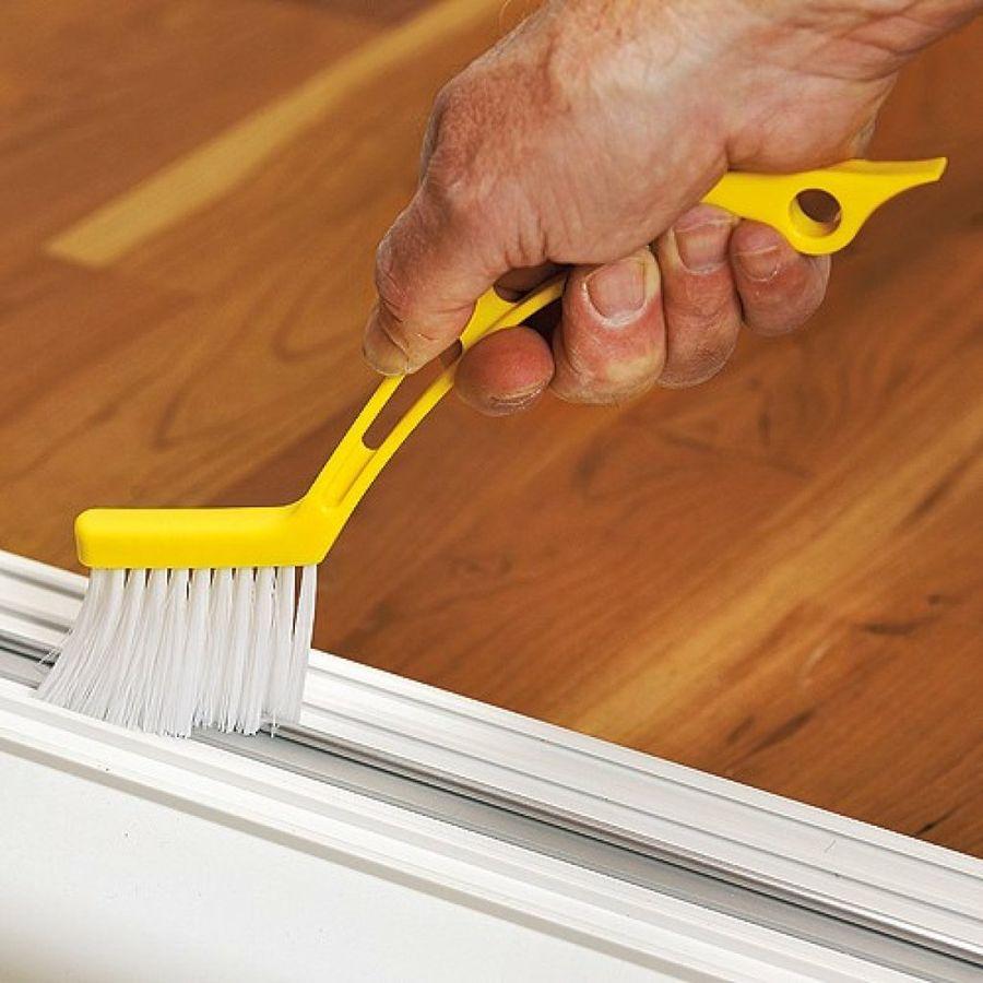 تنظيف الأبواب الخشبية